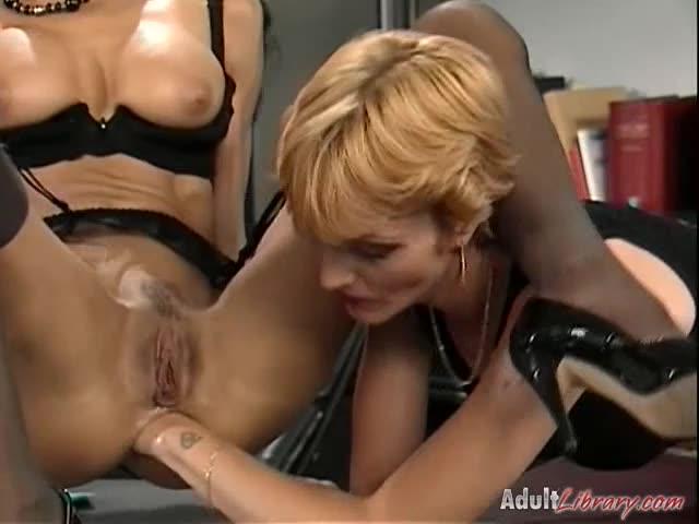 [DBM Video] Backdoor Salon - Debora Coeur, Patty Rouge (DP)/(Stockings)
