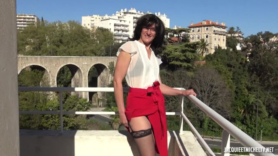 Estelle, 46 Years Old, A Woman Of Feeling (JacquieEtMichelTV / Indecentes-Voisines) Screenshot 0