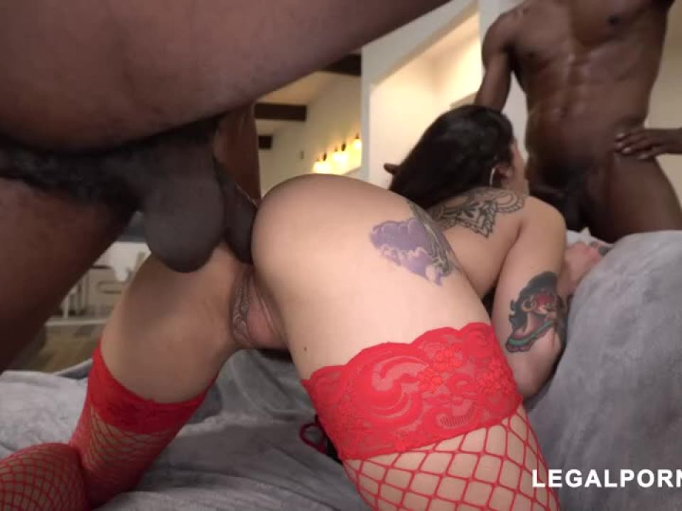 We found another hot tattooed beauty that loves to take BBC your gonna fall in love (LegalPorno) Screenshot 3