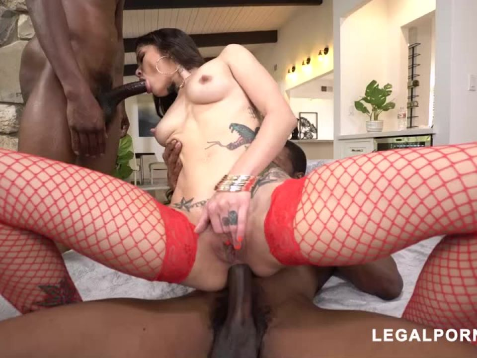 We found another hot tattooed beauty that loves to take BBC your gonna fall in love (LegalPorno) Screenshot 5