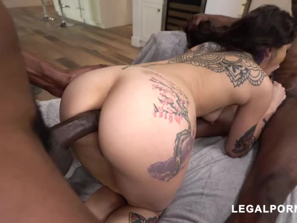 We found another hot tattooed beauty that loves to take BBC your gonna fall in love (LegalPorno) Screenshot 9
