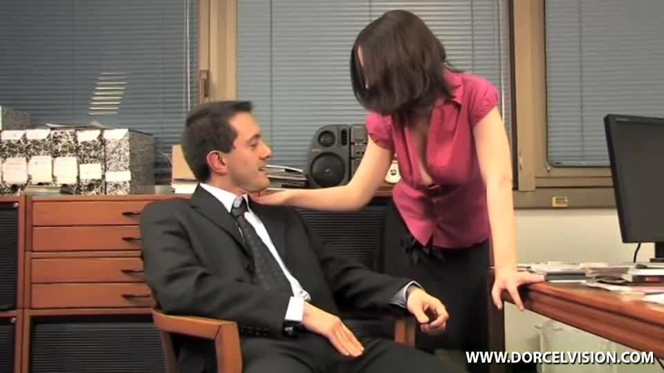 Secretaire n'en a pas l'air, mais… / The Secretary Doesn't Look the Part, But… (Marc Dorcel) Screenshot 0