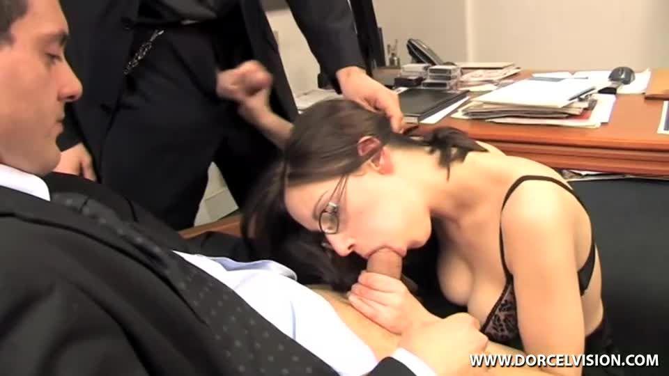 Secretaire n'en a pas l'air, mais… / The Secretary Doesn't Look the Part, But… (Marc Dorcel) Screenshot 4