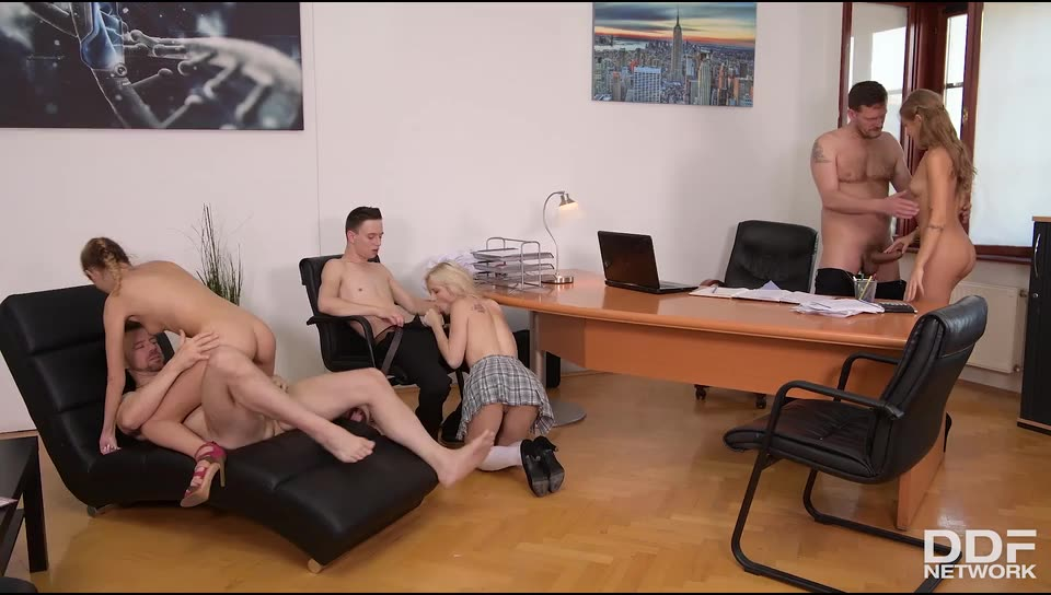 Back To Hardcore School (HandsOnHardcore / DDFNetwork) Screenshot 5