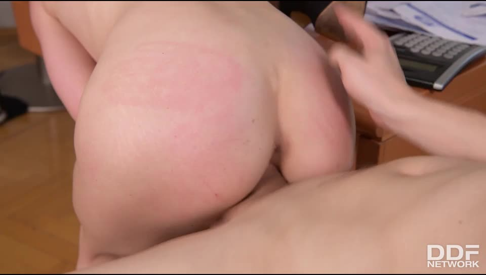 Back To Hardcore School (HandsOnHardcore / DDFNetwork) Screenshot 7