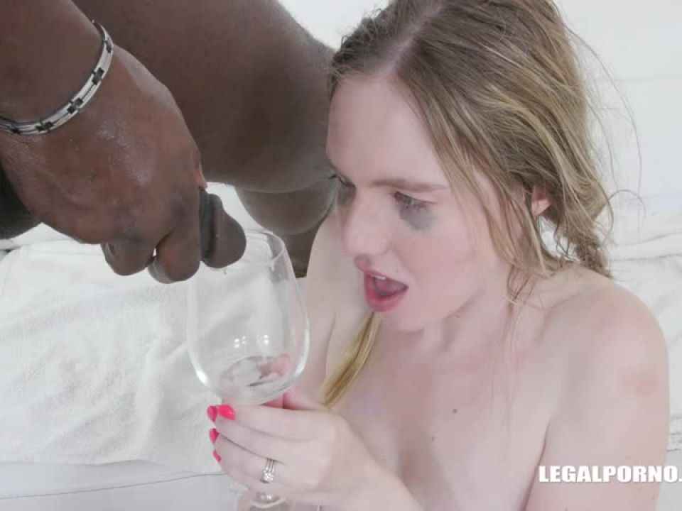 Comes to play wet games (LegalPorno) Screenshot 9