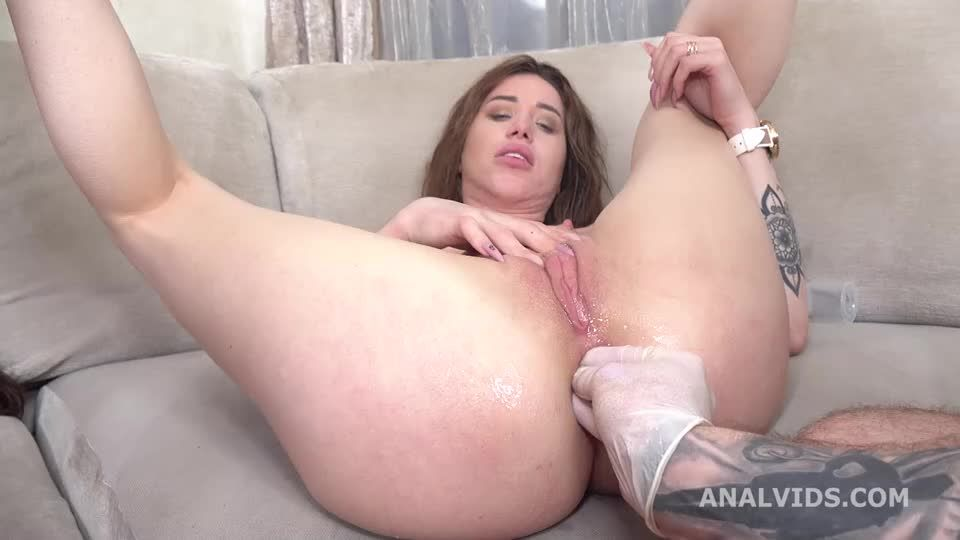 Wild Russia, Go Crazy with Balls Deep Anal, DAP, ButtRose, Squirting, Pee Drink (LegalPorno / AnalVids) Screenshot 6