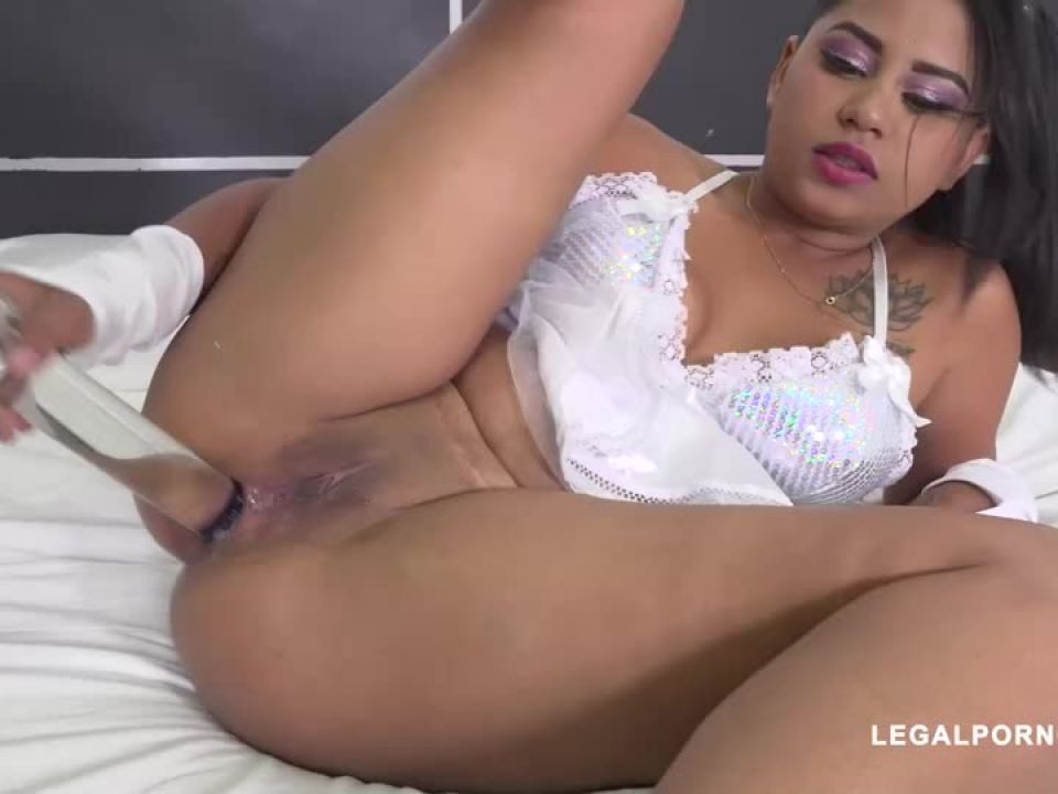 Young latina fucked by Joachim Kessef Black Prince (LegalPorno) Screenshot 2