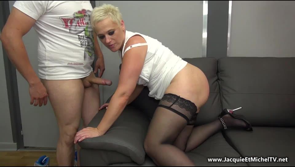 [JacquieetMichelTV / Indecentes-Voisines] Marie aime les supporters de Lens! - Marie (DP)/(Blonde)
