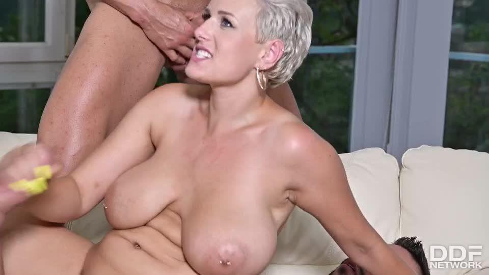 Busty Blonde's Three On One Fun (DDFBusty / DDFNetwork / PornWorld) Screenshot 7