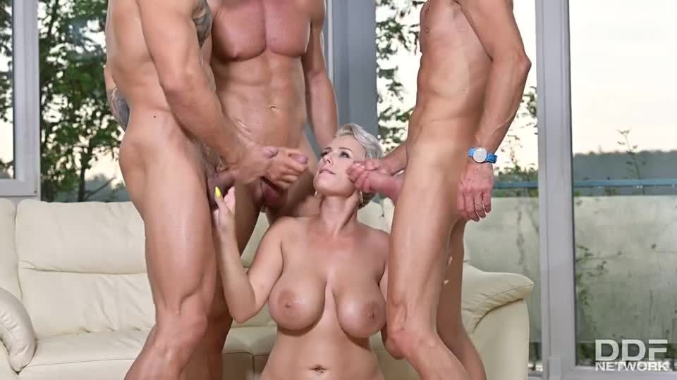 Busty Blonde's Three On One Fun (DDFBusty / DDFNetwork / PornWorld) Screenshot 9