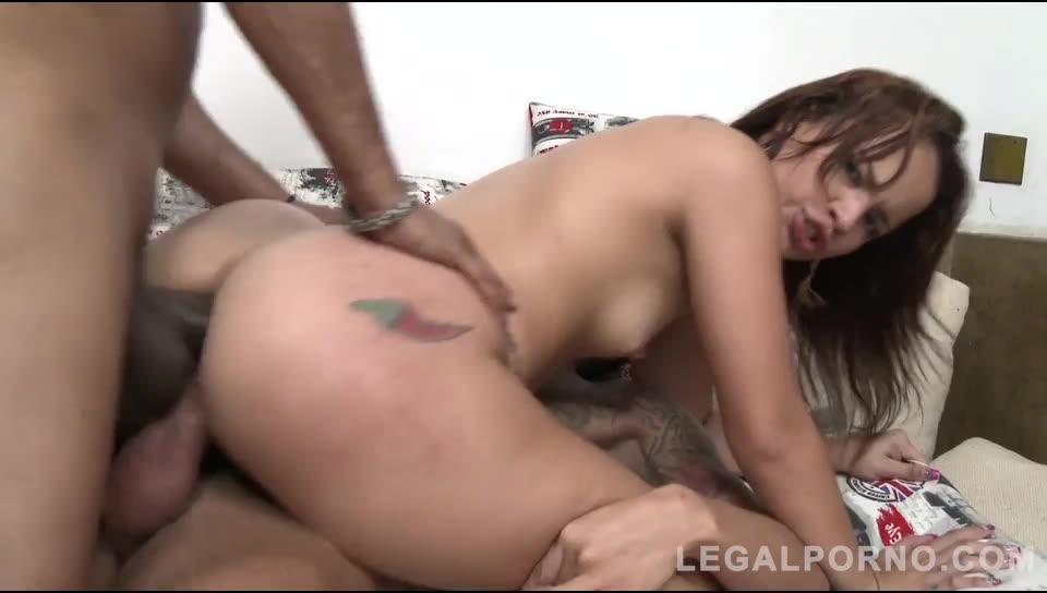 Young brazilian slut assfucked in threesome with DP, DAP & DVP (LegalPorno) Screenshot 3