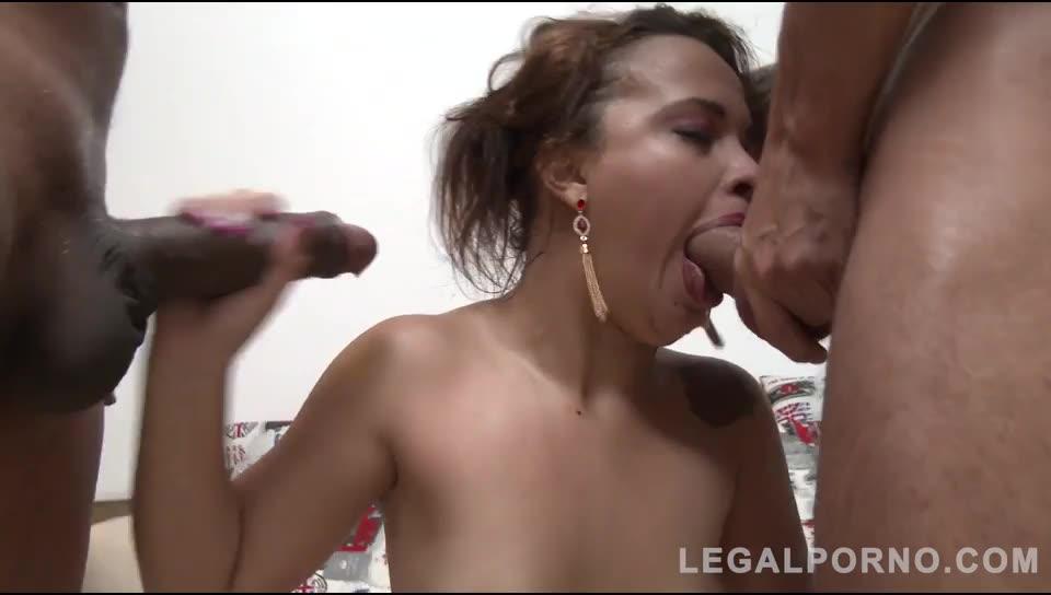Young brazilian slut assfucked in threesome with DP, DAP & DVP (LegalPorno) Screenshot 6