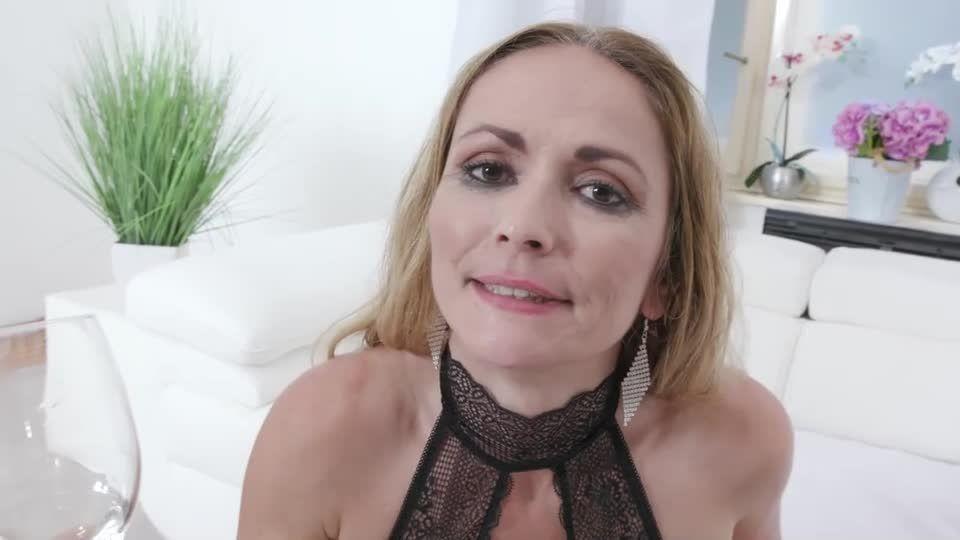 New Piss Drinker…She Enjoys Piss Coctail (LegalPorno) Screenshot 6