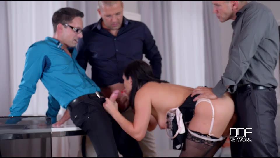 [HandsOnHardcore / DDFNetwork] Deepthroating Dinner Party – Group Sex Smorgasbord - Lea Lexis (DP)/(High Heels)