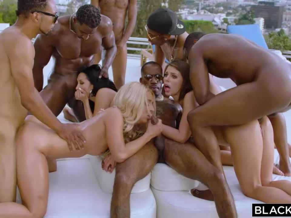 Bad Bitches (Blacked) Screenshot 6