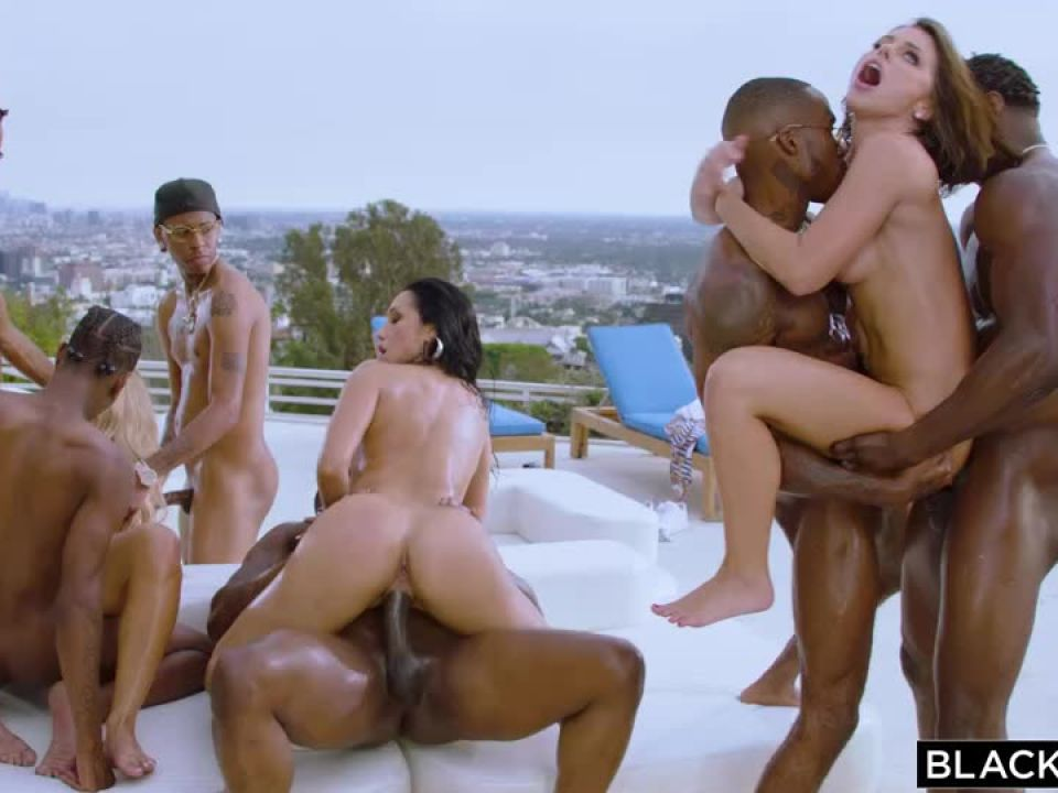 Bad Bitches (Blacked) Screenshot 7