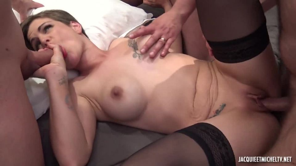 Marie Tastes The Icing On The Cake (JacquieEtMichelTV / Indecentes-Voisines) Screenshot 8