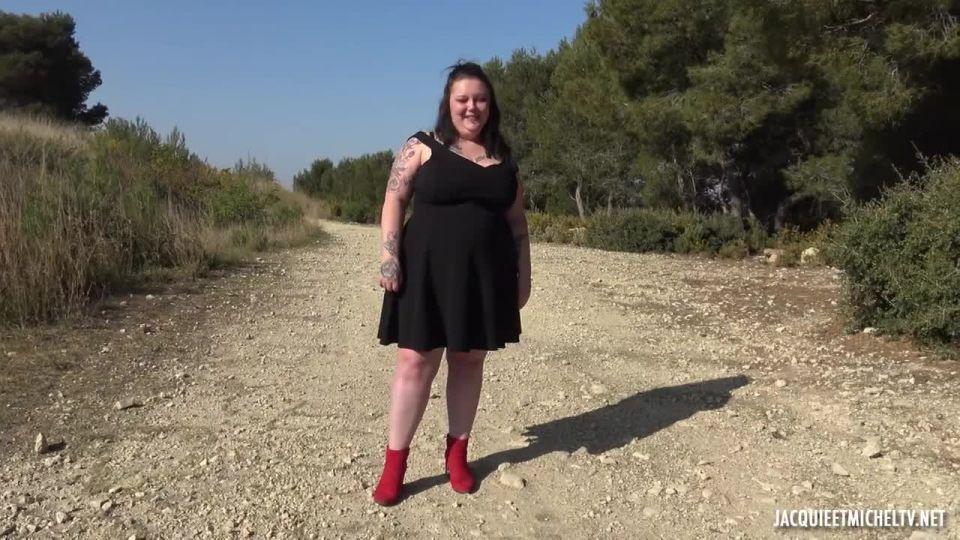 Jade, Interchangeable Slut (JacquieEtMichelTV / Indecentes-Voisines) Screenshot 0