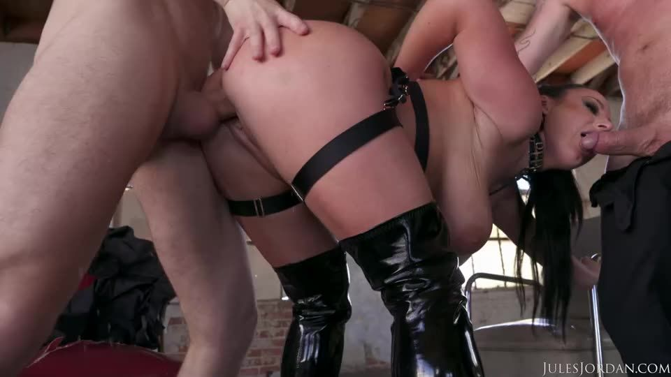 [JulesJordan] Angela White Darkside / Gets Dp-D In A Desolate Warehouse - Angela White (DP)/(2M1F)