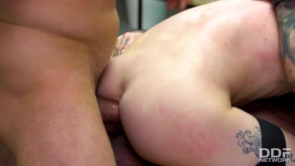 Hardcore Double Penetration Threesome (HandsOnHardcore / DDFNetwork / PornWorld) Screenshot 6