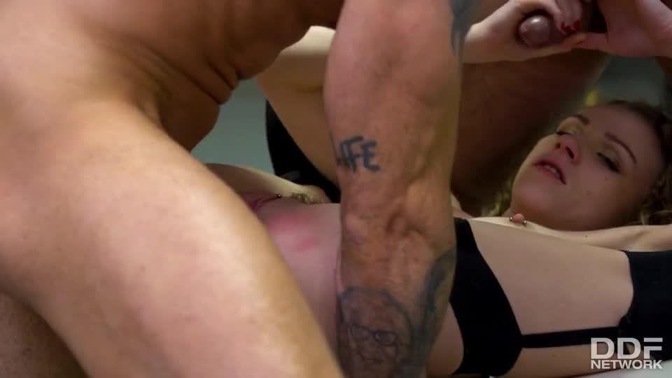 Hardcore Double Penetration Threesome (HandsOnHardcore / DDFNetwork / PornWorld) Screenshot 8