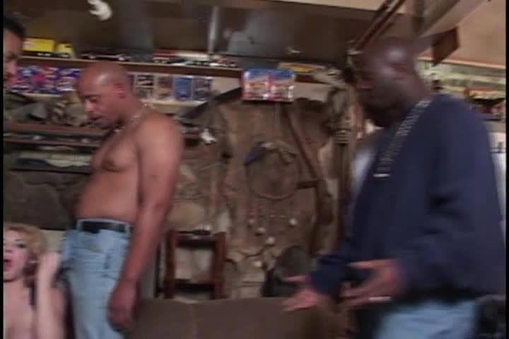 White Trash Whore 19 (JM Productions) Screenshot 2