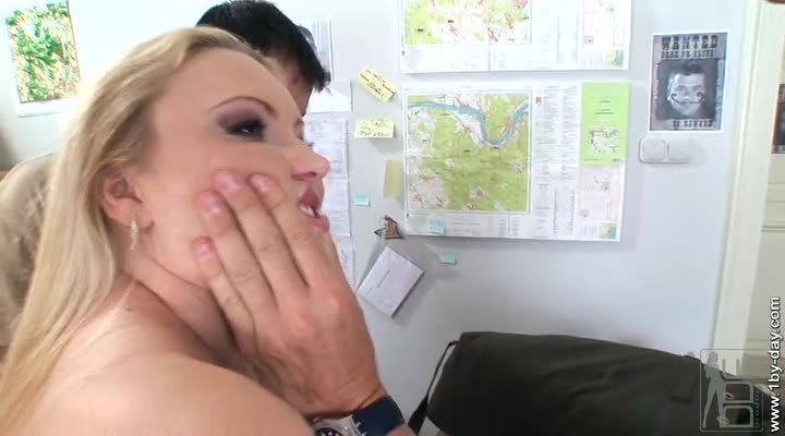 [1By-Day / DDFNetwork] Hardcore Punishment – Elinor Gasset (DP)/(Natural Tits)