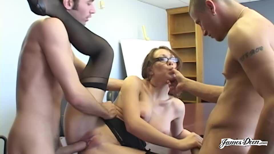 Secretary's Day 1 / Secretary Gets Her Holes Smashed (Smash Pictures / JamesDeen) Screenshot 4