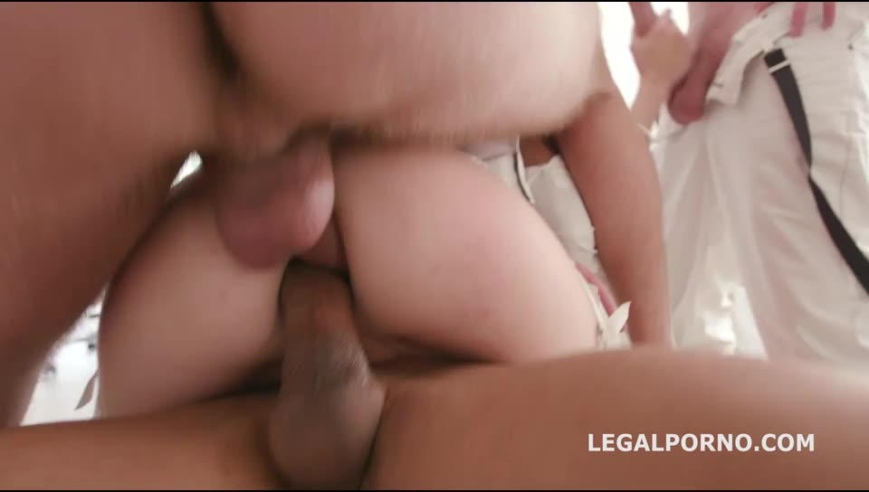 [LegalPorno A ClockWork Gang Pilot, How the story begin Part 3/3] Belle leads the gang and turns mad - Belle Claire (GangBang)/(Natural Tits)