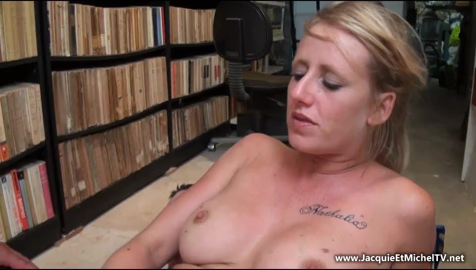 [JacquieEtMichelTV / Indecentes-Voisines] Un jeu aphrodisiaque! - Mathilde (DP)/(Amateur)