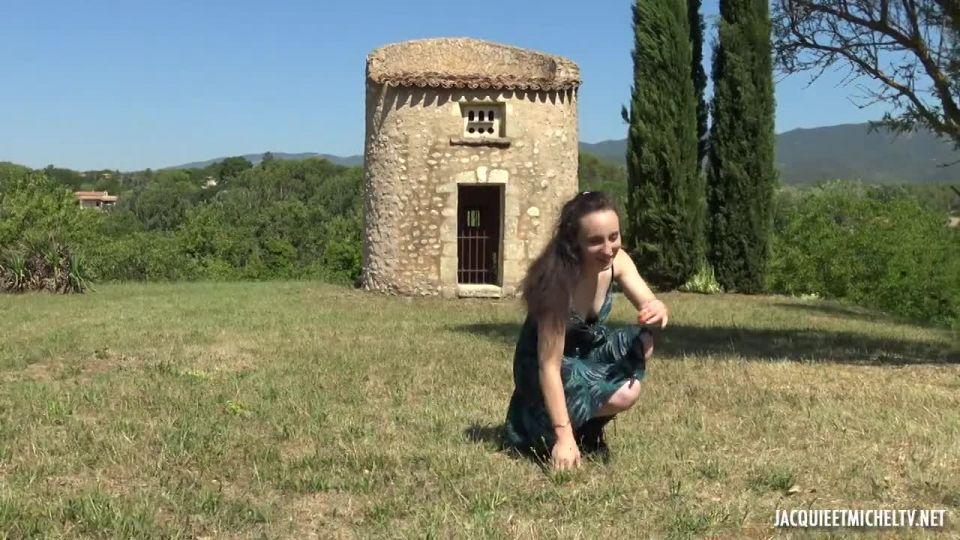 Amandine Explodes The Counters! (JacquieEtMichelTV / Indecentes-Voisines) Screenshot 0