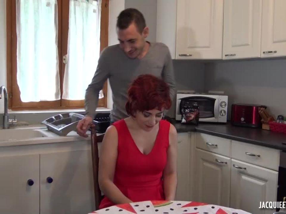 La robe rouge de Maria, 40ans (JacquieEtMichelTV / Indecentes-Voisines) Screenshot 0