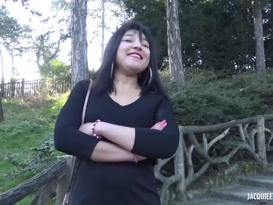 On a bien note les envies de Bianca, 25ans (JacquieEtMichelTV / Indecentes-Voisines) Screenshot 0