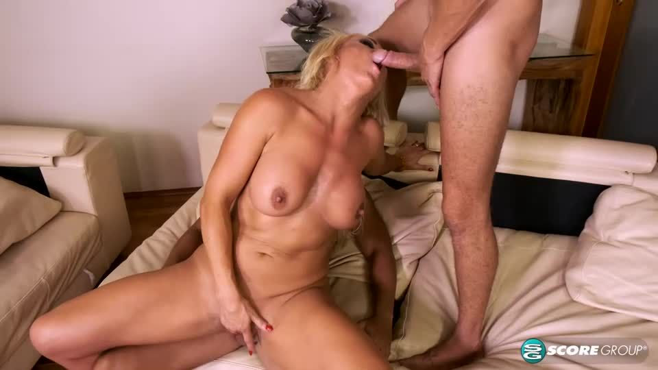 Her Sons Away Its Time For A DP (ScoreHD / PornMegaLoad / 40SomethingMag) Screenshot 7