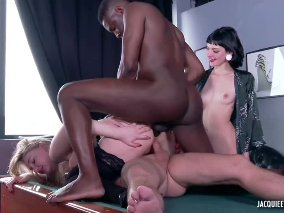 Extreme orgy for Marine's birthday, 20 years! (JacquieEtMichelTV / Indecentes-Voisines) Screenshot 6