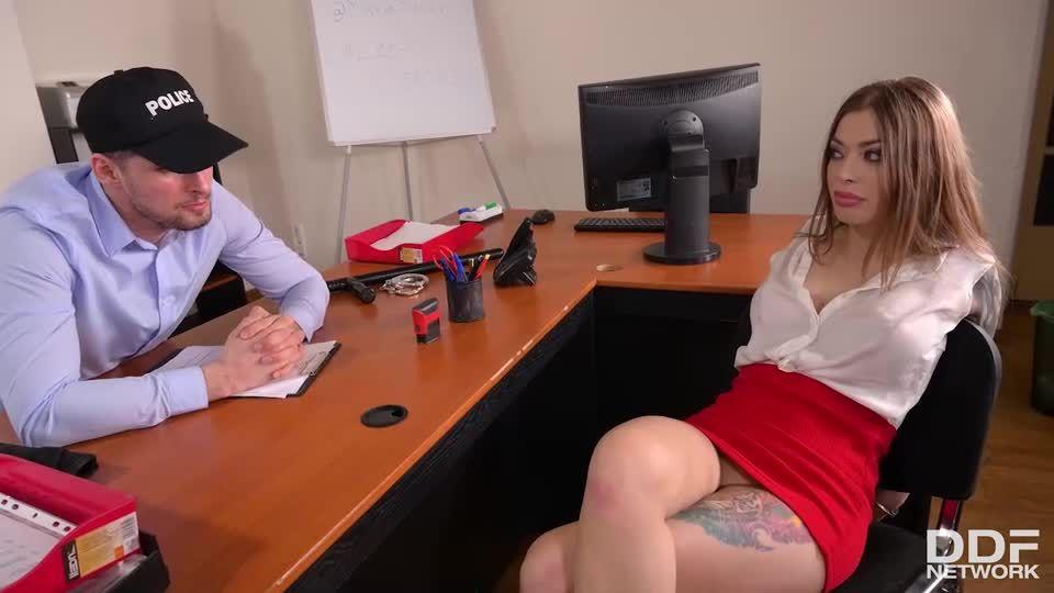 Double Penetration Is Her Thing (HandsOnHardcore / DDFNetwork / PornWorld) Screenshot 3