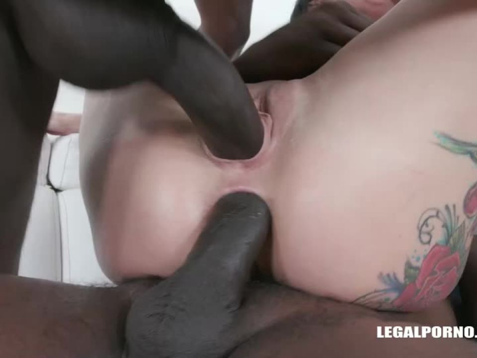 Comes to get fucked like a bitch drinks african champagne (LegalPorno) Screenshot 0