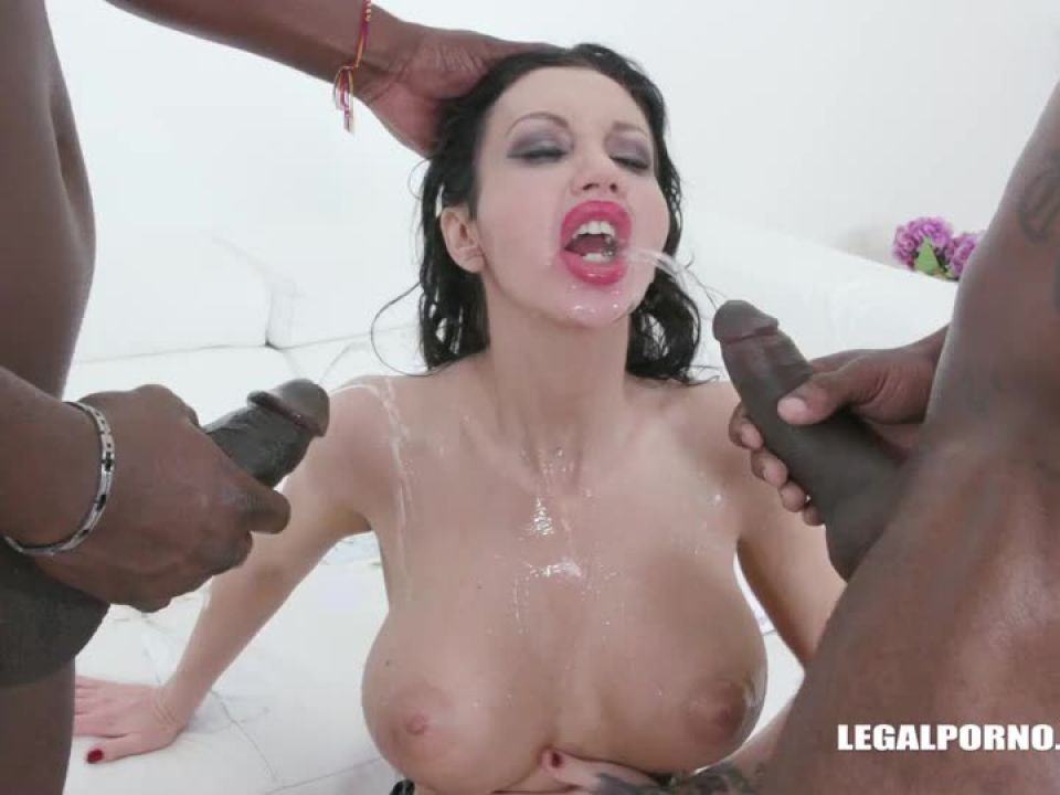 Comes to get fucked like a bitch drinks african champagne (LegalPorno) Screenshot 2