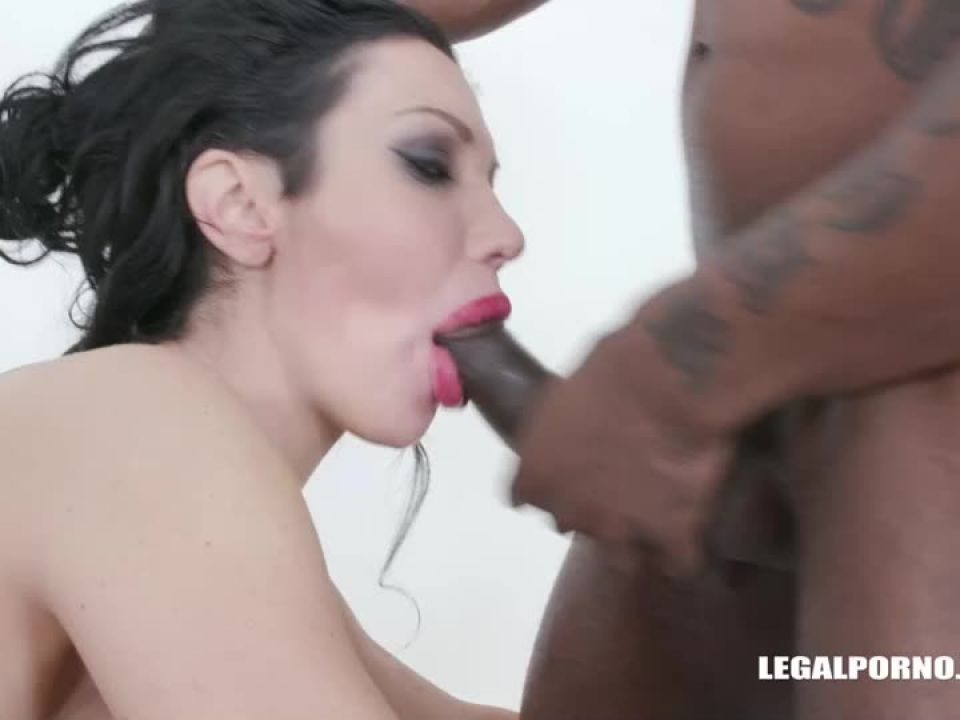 Comes to get fucked like a bitch drinks african champagne (LegalPorno) Screenshot 3