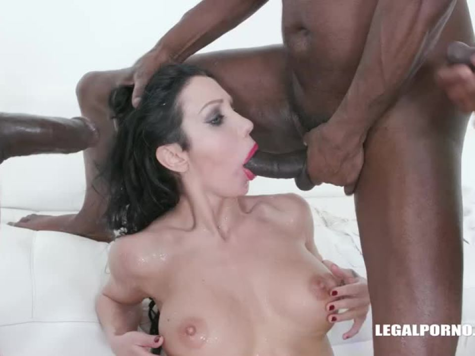 Comes to get fucked like a bitch drinks african champagne (LegalPorno) Screenshot 5