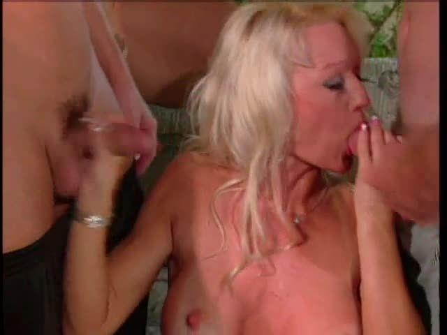 Gang Bang Slut 11 (Al Borda Video) Screenshot 0