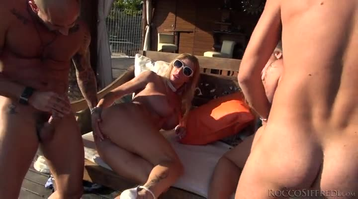 [RoccoSiffredi] Porn Camp: Outdoor Orgy! – Kayla Green, Lara De Santis, Lara De Santis (Orgy)/(Big Tits)