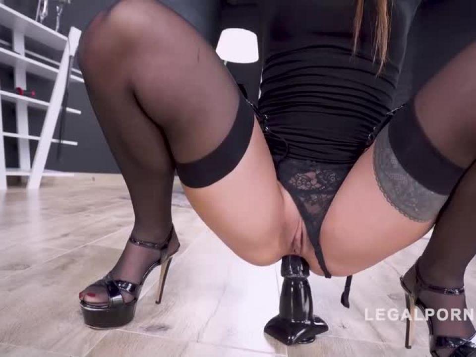 Hot italian first time on LP Super nasty, super horny AF004 (LegalPorno) Screenshot 2