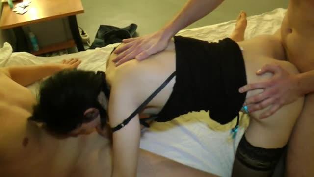 [Indecentes-Voisines] nous reçoit chez elle, à Avignon, qu'on la baise comme une put dans son lit - Gwendoline (DP)/(Stockings)