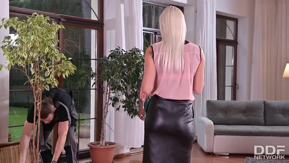 Hot Blonde Wild DP Fuck With B&W Cocks (HandsOnHardcore / PornWorld) Screenshot 0