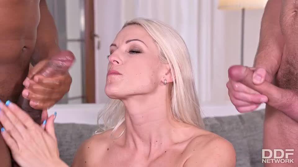 Hot Blonde Wild DP Fuck With B&W Cocks (HandsOnHardcore / PornWorld) Screenshot 9