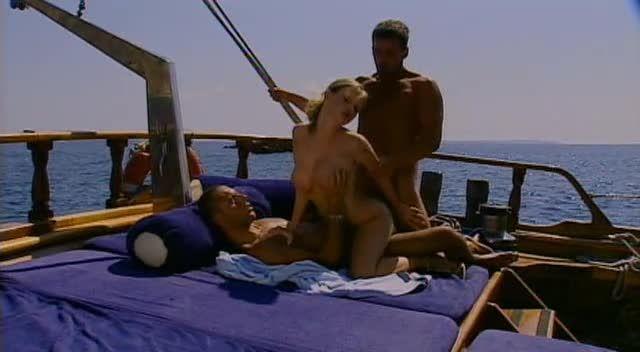 Sex in Ibiza / 7 Bombes sous le Soleil (ATV / Marc Dorcel) Screenshot 7
