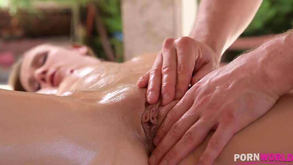 Erotic Summertime Massage Turns into Poolside DP (HandsOnHardcore / PornWorld) Screenshot 3