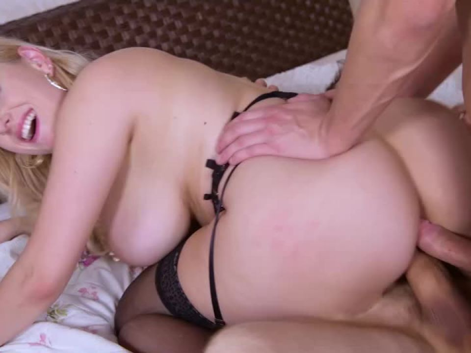 Voluptuous Blonde Double Penetrated (DDFBusty / DDFNetwork) Screenshot 2